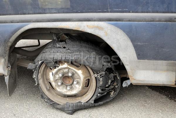 Rozdarty opony obraz stary samochód samochodu Zdjęcia stock © hamik