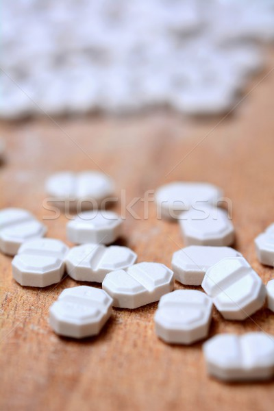 白 錠剤 マクロ 木製 ブラウン 医療 ストックフォト © hamik