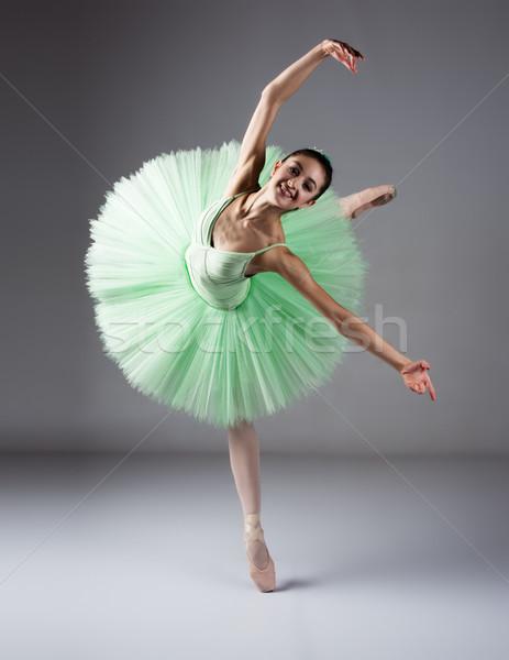 Femminile ballerino di danza classica bella grigio ballerina indossare Foto d'archivio © handmademedia