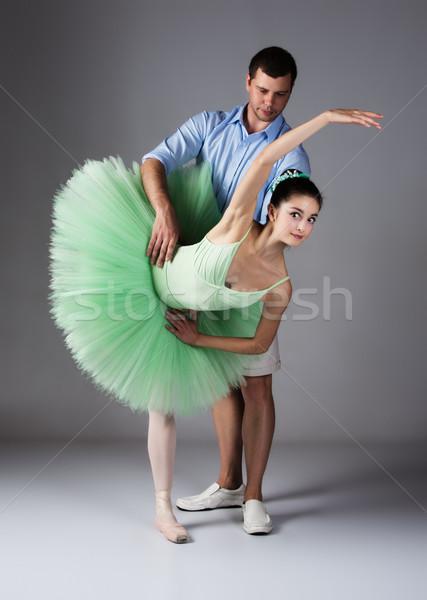 Stockfoto: Vrouwelijke · balletdanser · mooie · dans · leraar · grijs