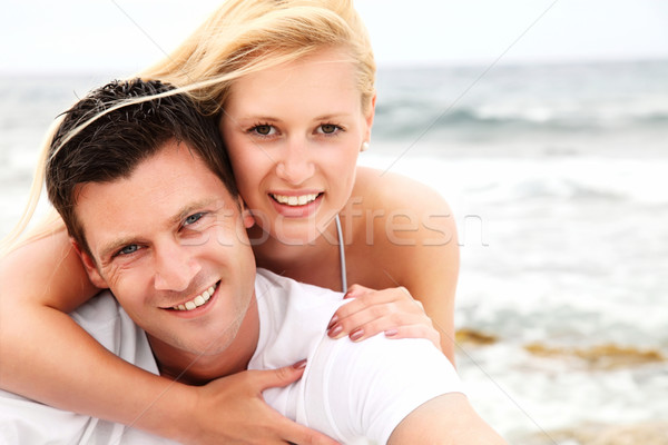 Gelukkig paar strand ondiep focus Stockfoto © hannamonika