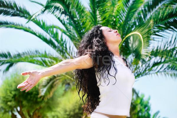Belle jeune femme détente tropicales arbre main Photo stock © hannamonika
