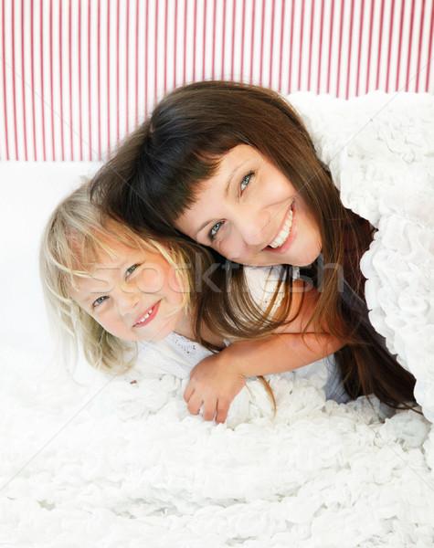 Anne kız poz mutlulukla yatak sığ Stok fotoğraf © hannamonika