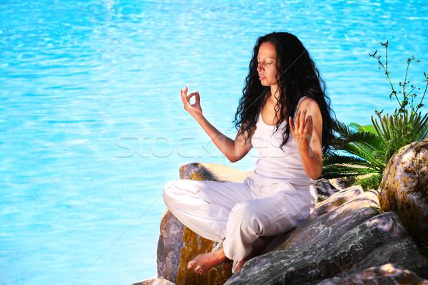 Gyönyörű fiatal nő jóga testmozgás trópusi tengerpart Stock fotó © hannamonika