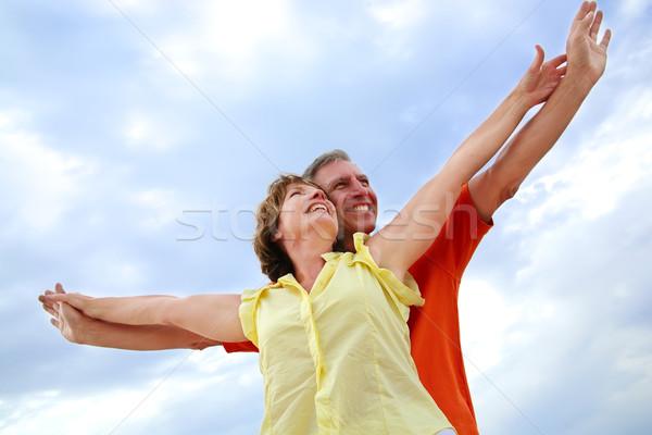 Belle maturité couple permanent bras femme Photo stock © hannamonika