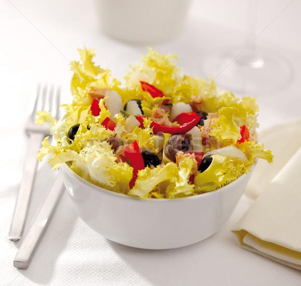 Salátástál saláta tonhal paradicsom fekete oliva fotó Stock fotó © hansgeel