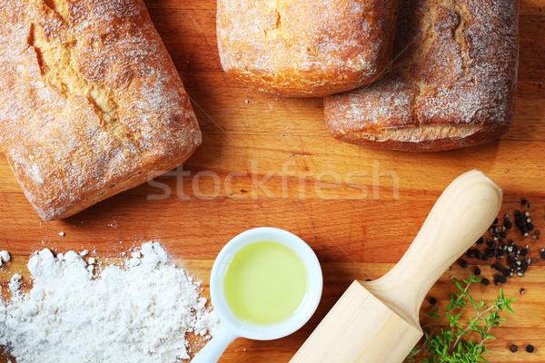 Sütés kenyér fa deszka liszt olívaolaj tő Stock fotó © hansgeel