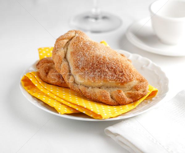 Töltött sütemény tányér stock édes edény Stock fotó © hansgeel