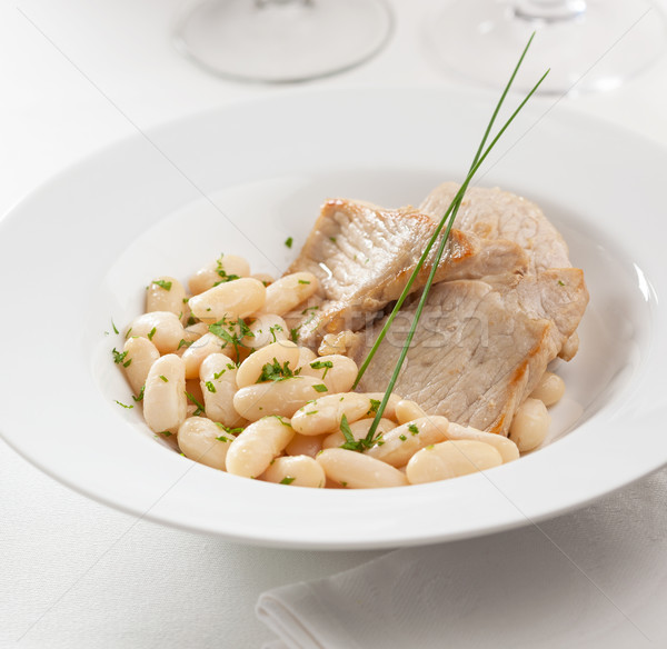 Porc fèves plat servi persil Photo stock © hansgeel