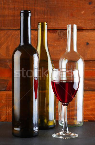 Adega vários vinho garrafas vidro vinho tinto Foto stock © hansgeel