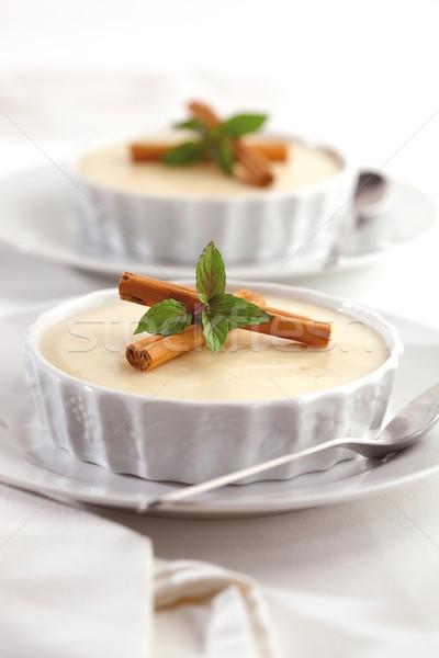 乳蛋糕 甜點 二 碗 裝飾 肉桂 商業照片 © hansgeel
