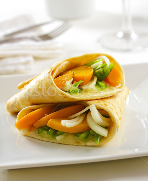 Finom zöldség tortilla csomagolás olvadt sajt Stock fotó © hansgeel