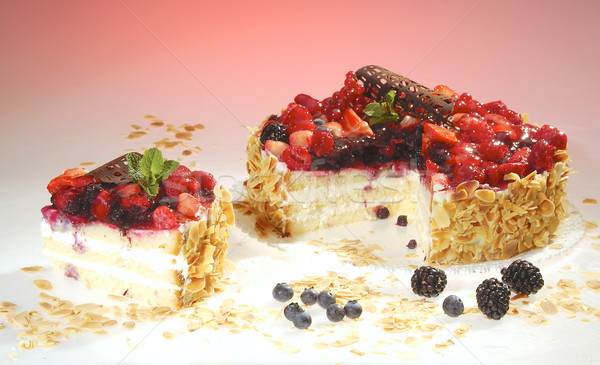 Framboesa amora preta bolo creme terreno Foto stock © hanusst