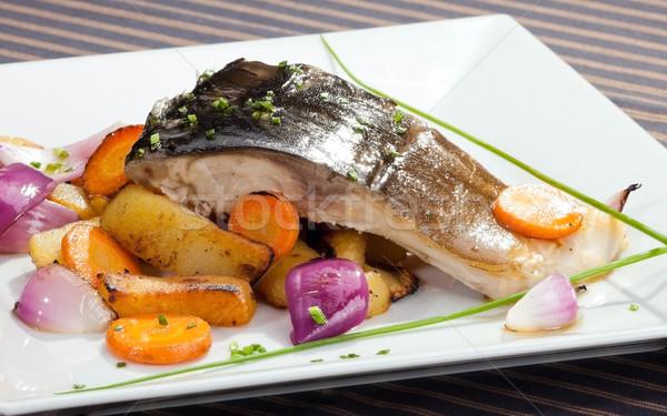 A la parrilla carpa vegetales adornar alimentos peces Foto stock © hanusst