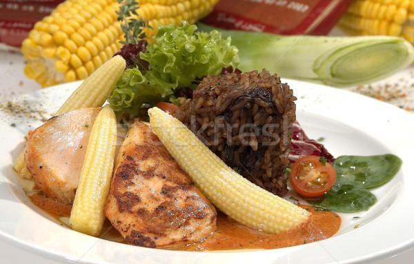 Disznóhús vesepecsenye kukorica saláta spenót paradicsomszósz Stock fotó © hanusst