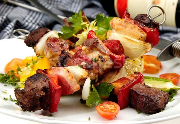 Gegrild vlees spugen plantaardige wijn groene plaat Stockfoto © hanusst
