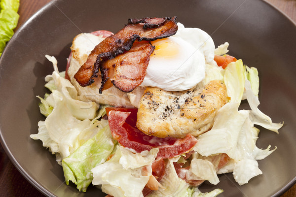 Ensalada cesar pollo a la parrilla mama huevo frito alimentos restaurante Foto stock © hanusst