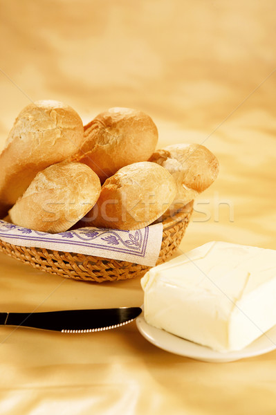 Foto stock: Frescos · baguettes · mantequilla · cesta · mesa · desayuno