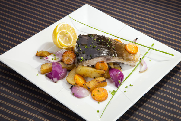 Alla griglia carpa vegetali guarnire alimentare pesce Foto d'archivio © hanusst