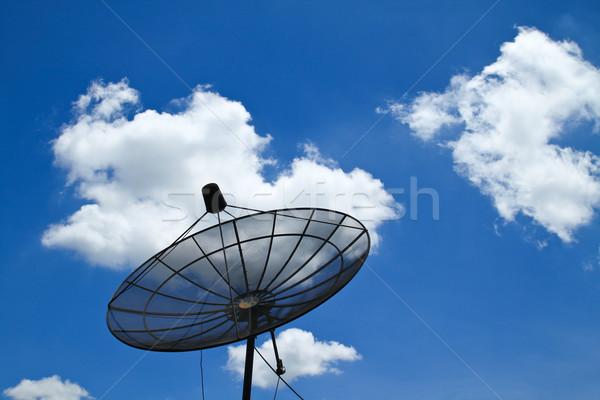 Schotelantenne blauwe hemel business televisie telefoon ruimte Stockfoto © happydancing