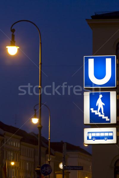 Znaki Monachium podziemnych autobus Niemcy noc Zdjęcia stock © haraldmuc