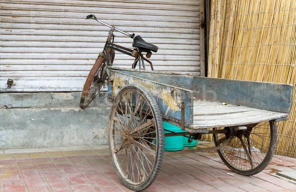 Vieux vélo Delhi Inde fermé magasin Photo stock © haraldmuc