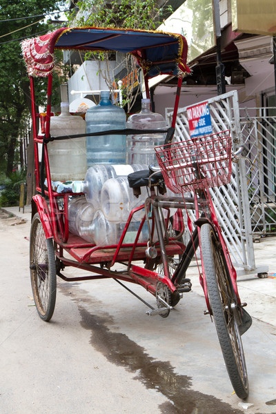 Eau Inde Delhi rue rouge vélo Photo stock © haraldmuc