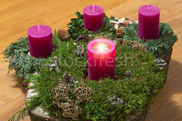 Aufkommen Kranz ein Brennen Kerze Tabelle Stock foto © haraldmuc