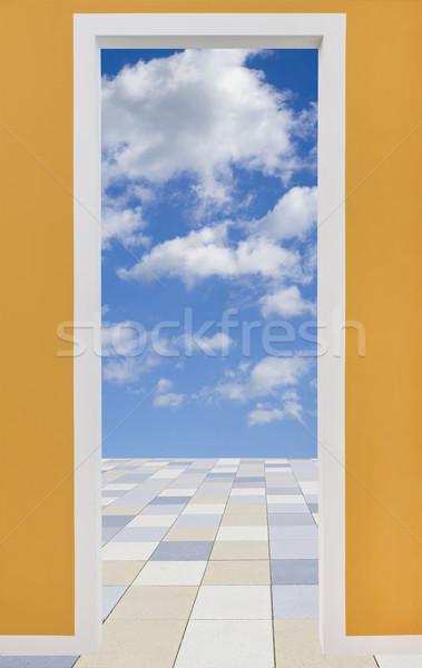 Marco de la puerta nublado cielo pavimento negocios pared Foto stock © haraldmuc