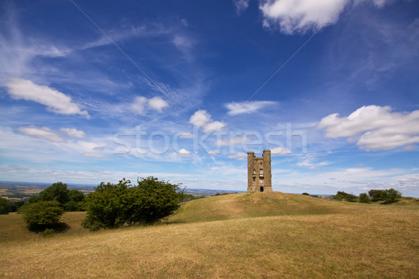 Broadway colina torre romântico velho castelo Foto stock © Harlekino
