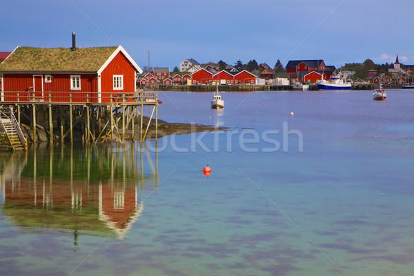 Norvég halászat kikötő tipikus piros kunyhó Stock fotó © Harlekino