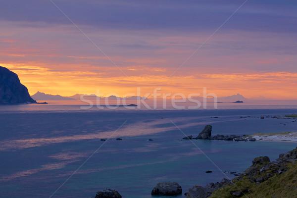 éjfél sarkköri messze észak szigetek Norvégia Stock fotó © Harlekino