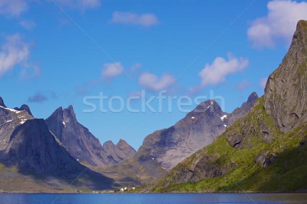Stock fotó: Norvég · festői · kilátás · szigetek · Norvégia · napos