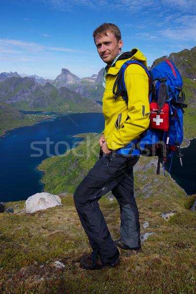 Stok fotoğraf: Uzun · yürüyüşe · çıkan · kimse · üzerinde · genç · aktif · adam · sırt · çantası