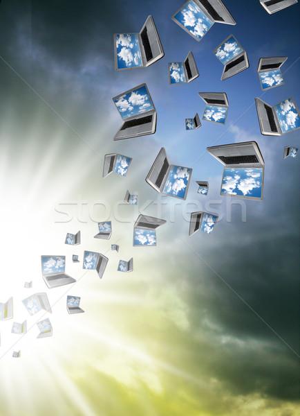 Wiele laptopy pływające chmury komputera Internetu Zdjęcia stock © Hasenonkel