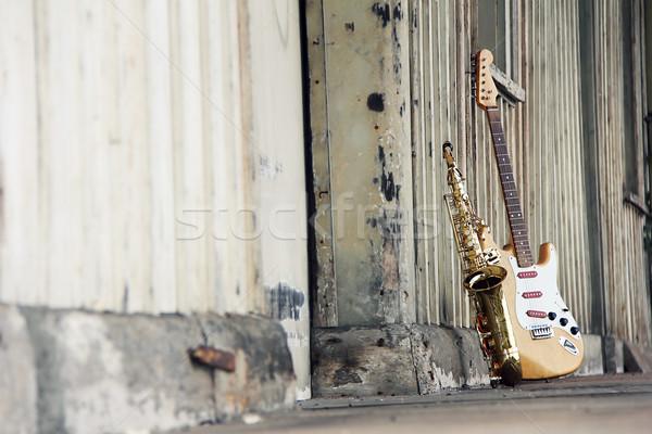 öreg gitár szaxofon koszos szaxofon retro Stock fotó © Hasenonkel