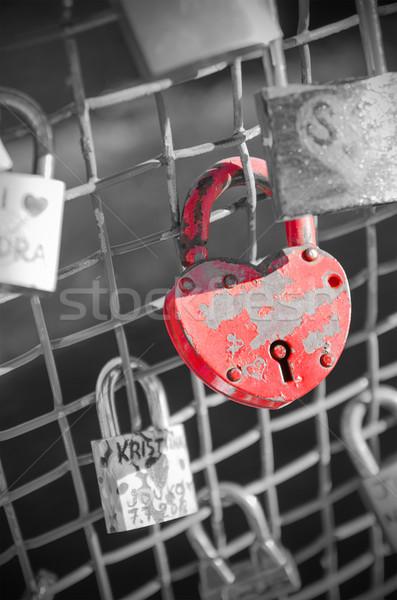 красный блокировка моста пару черный Европа Сток-фото © HERRAEZ