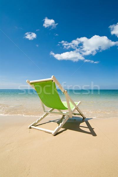 Zöld fedélzet szék tökéletes törik égbolt Stock fotó © HerrBullermann