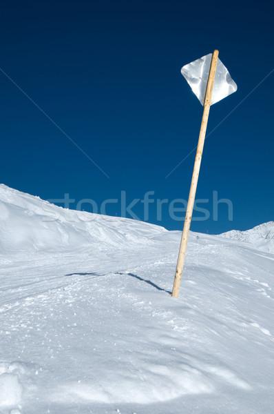Fém felirat sípálya hát oldal kék ég Stock fotó © HerrBullermann