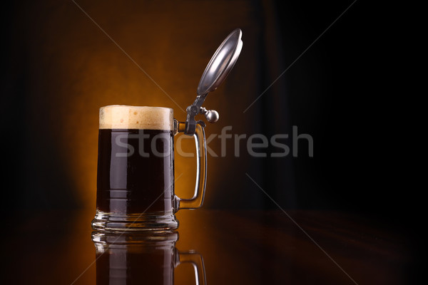 Mok donkere bier glas bubbels reflectie Stockfoto © hiddenhallow