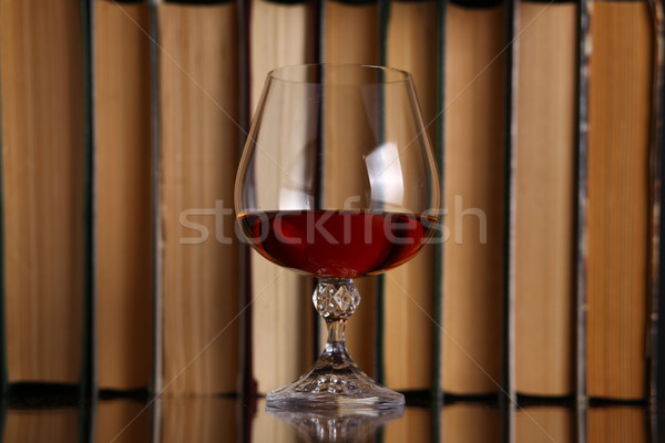 Glas brandewijn boeken oppervlak drinken Stockfoto © hiddenhallow