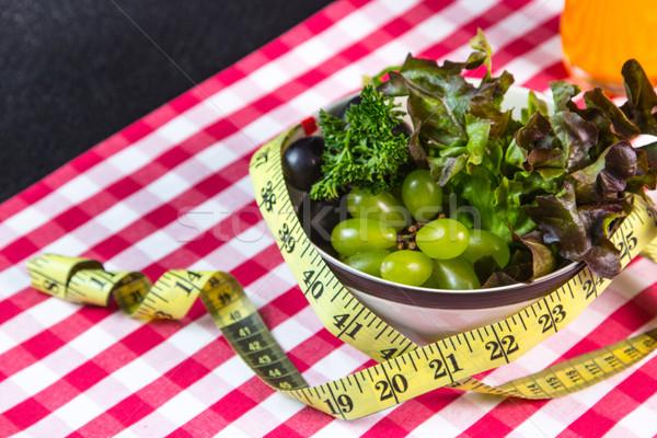 Régime alimentaire vert salade mètre à ruban alimentaire lumière Photo stock © hin255