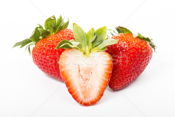 Aardbeien bes doorsnede geïsoleerd witte Rood Stockfoto © hin255