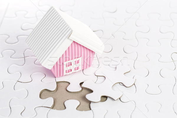 Ostatni kawałek budować domu działalności Zdjęcia stock © hin255