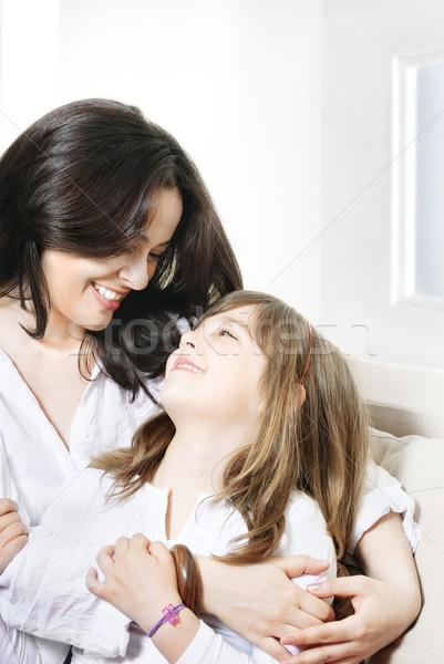 Crianza de los hijos retrato feliz madre sonriendo hija Foto stock © hitdelight
