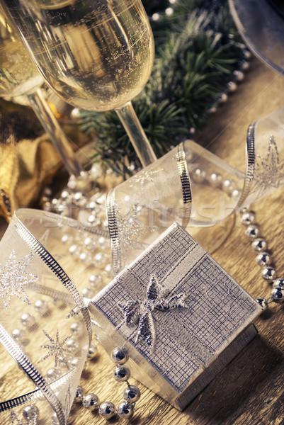 Presenti finestra argento champagne occhiali Natale Foto d'archivio © hitdelight