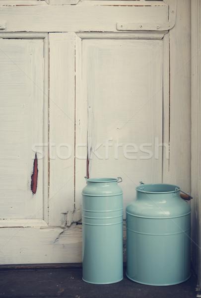 Vintage lait bleu rustique porte bois Photo stock © hitdelight