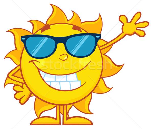 Souriant soleil mascotte dessinée personnage lunettes de soleil Photo stock © hittoon