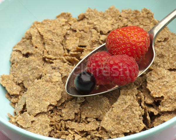 здорового завтрак свежие лет Ягоды отруби Сток-фото © HJpix