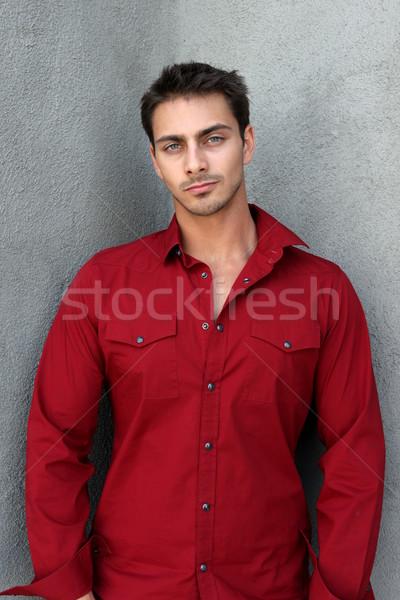 Retrato hombre rojo camisa gris pared Foto stock © hlehnerer